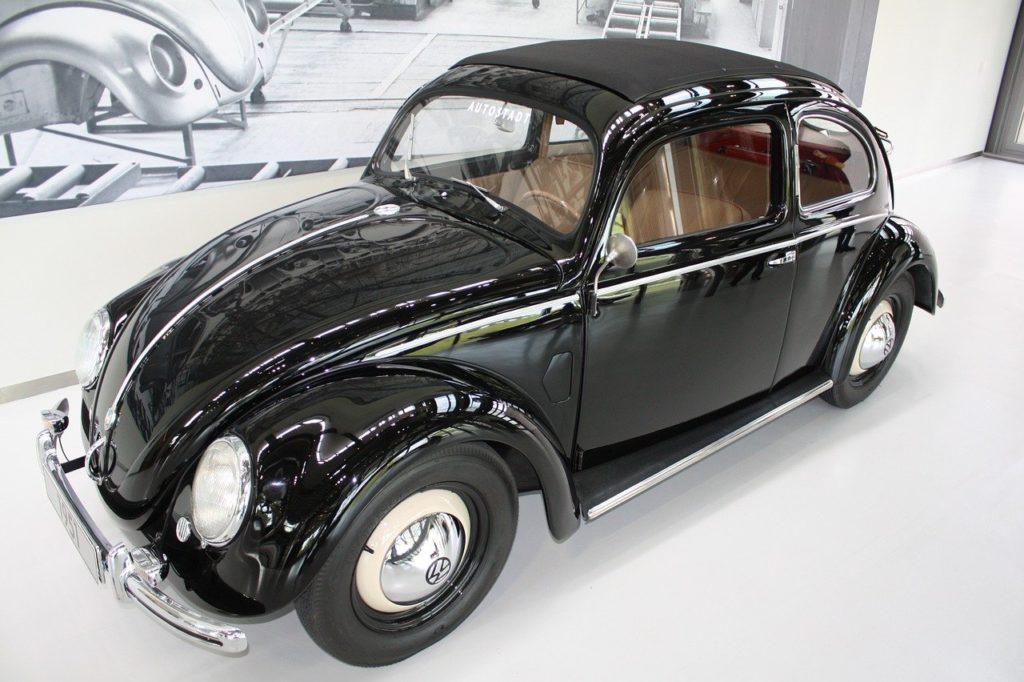 auto nera lucidata